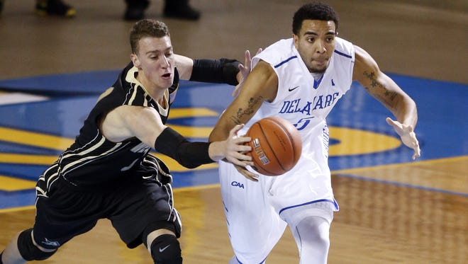 Army's Kevin Ferguson (left) tries to chip the ball away from Delaware's Eric Carter during a 2014 game.