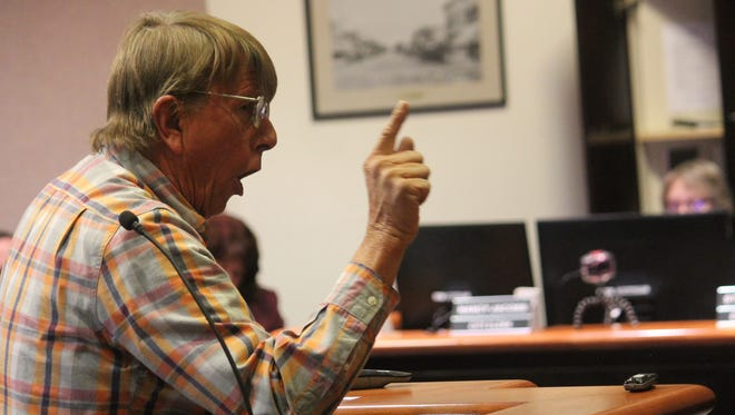 Local contractor Rick Wilson addresses City Commissioners about the Family Fun Center at a meeting.