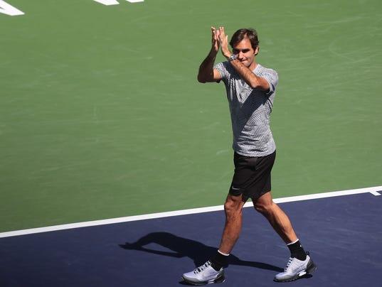 636253651536654366-Federer-thank-crowd.JPG