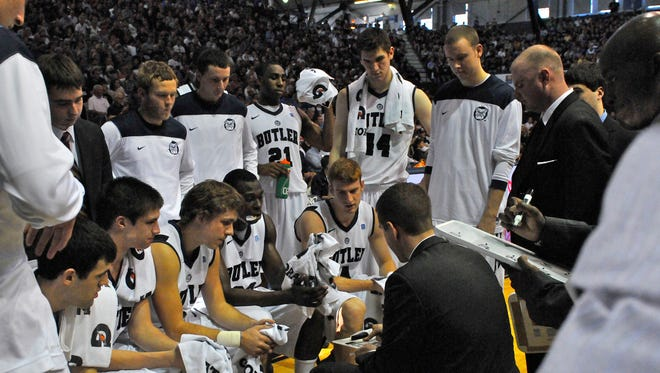 Andrew Smith (44) and Emerson Kampen in a team huddle during the 2012-13 season.