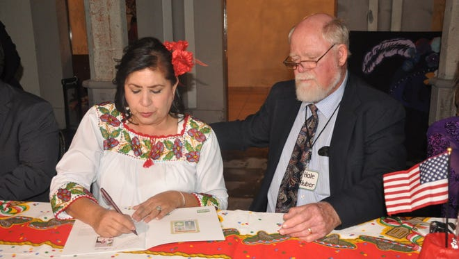Lerdo Mayor Maria Luisa González Achem, and Hale Huber of Las Cruces Sister Cities Foundation sign agreements pledging to continue the 34-year sister cities agreement.