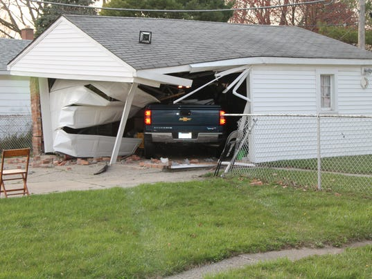 636276833791246039-garage-crash.JPG