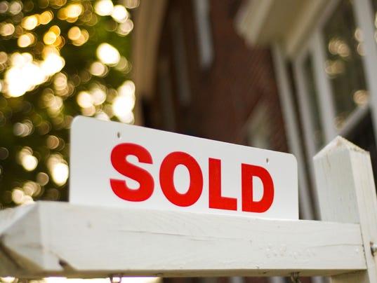 -HOUSING sold sign stck istock.jpg_20131019.jpg
