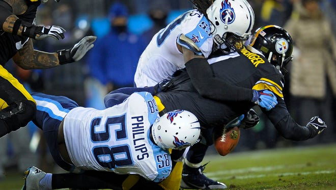 Steelers quarterback Ben Roethlisberger (7) fumbles the ball as he's tackled by Titans linebackers Shaun Phillips (58) and Quentin Groves in the second quarter Monday.