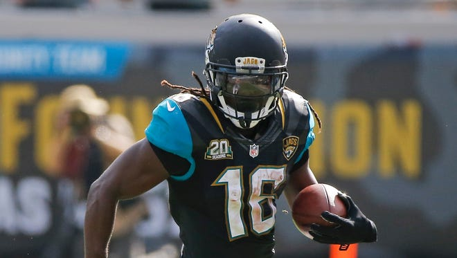 Jacksonville Jaguars running back Denard Robinson rushes against the Cleveland Browns on Sunday, Oct. 19, 2014.