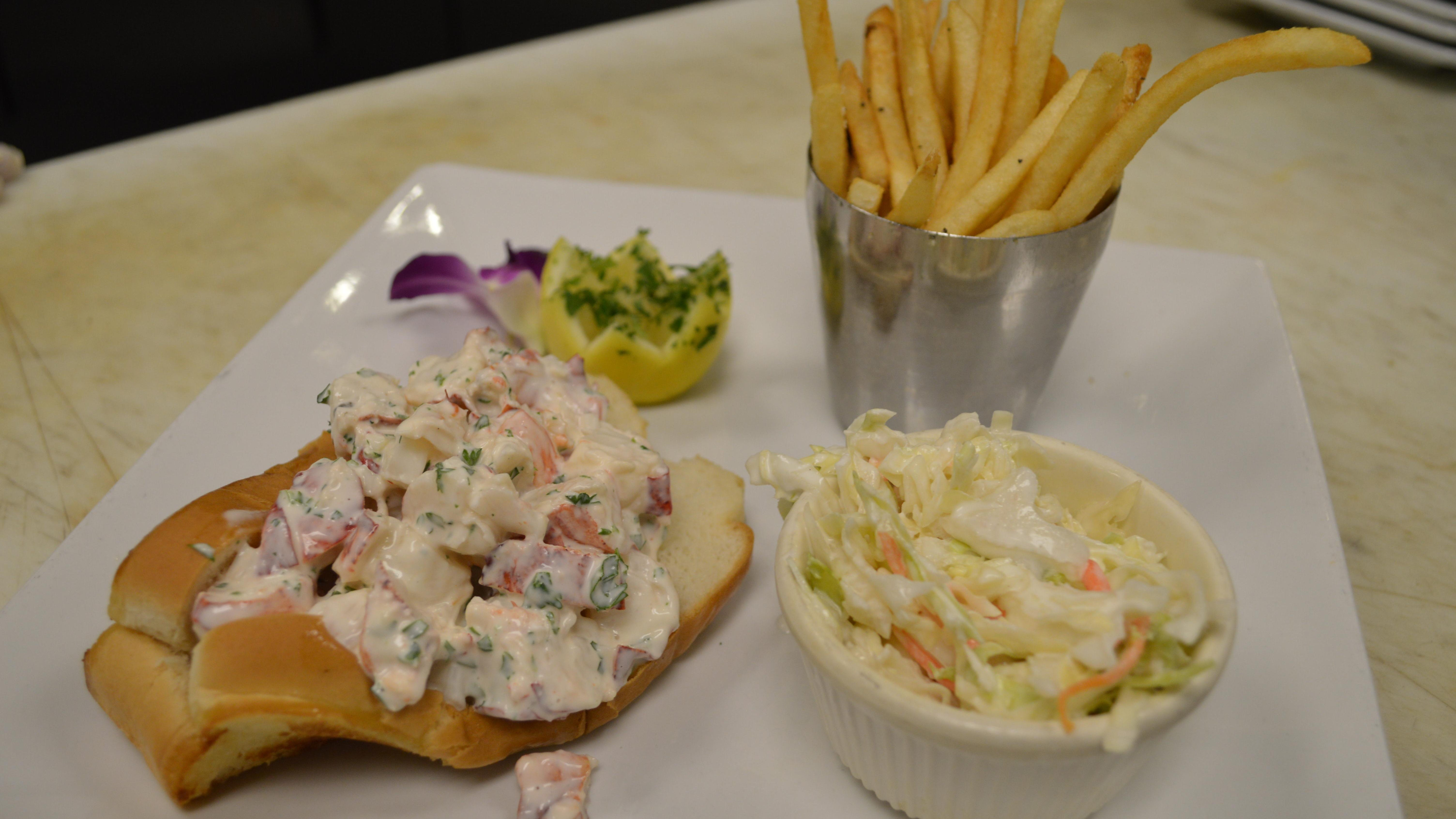 In Cape Coral Lobster Lady Makes A Cape Cod Classic