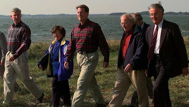 Then-vice president Al Gore joins, from left, then-governor Parris Glendening, Mikulski, Hawes and then-senator Paul Sarbane at a news conference in Centreville, Md., on Oct. 20, 1997, to announce the signing of a $200 million agreement to reduce nutrient pollution into the Chesapeake Bay's rivers and streams.