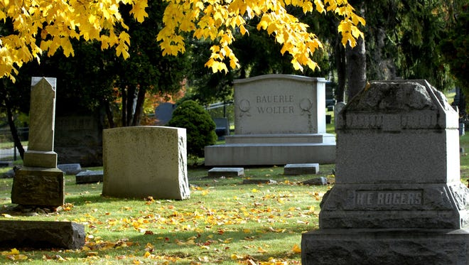 A Michigan Historical Marker honoring the Mount Hope Cemetery in Lansing was dedicated in 2009.