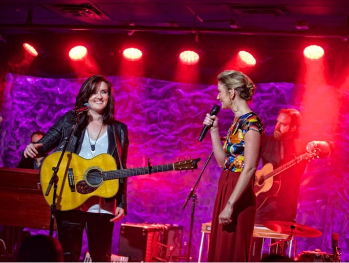 Jennifer Nettles takes the stage for Front and Center