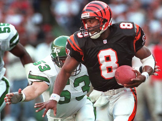 Text: 1997.0928.12.1-BENGALS/BLAKE-SPORTS-Bengals' QB Jeff Blake is chased in the back-field by Jets' Chad Cascadden Sunday at Cinergy Field. Blake was pressured and sacked. Photo by Saed Hindash/Cincinnati Enquirer.sh