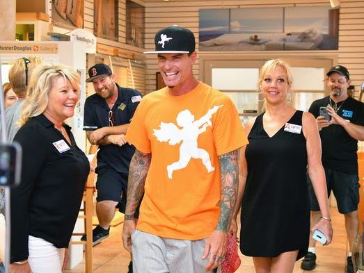 vanilla ice makes cool appearance in rockledge. Black Bedroom Furniture Sets. Home Design Ideas