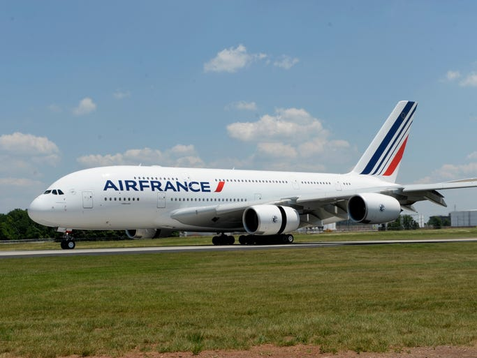 The world 39 s airbus a380 fleet for Flights to paris today