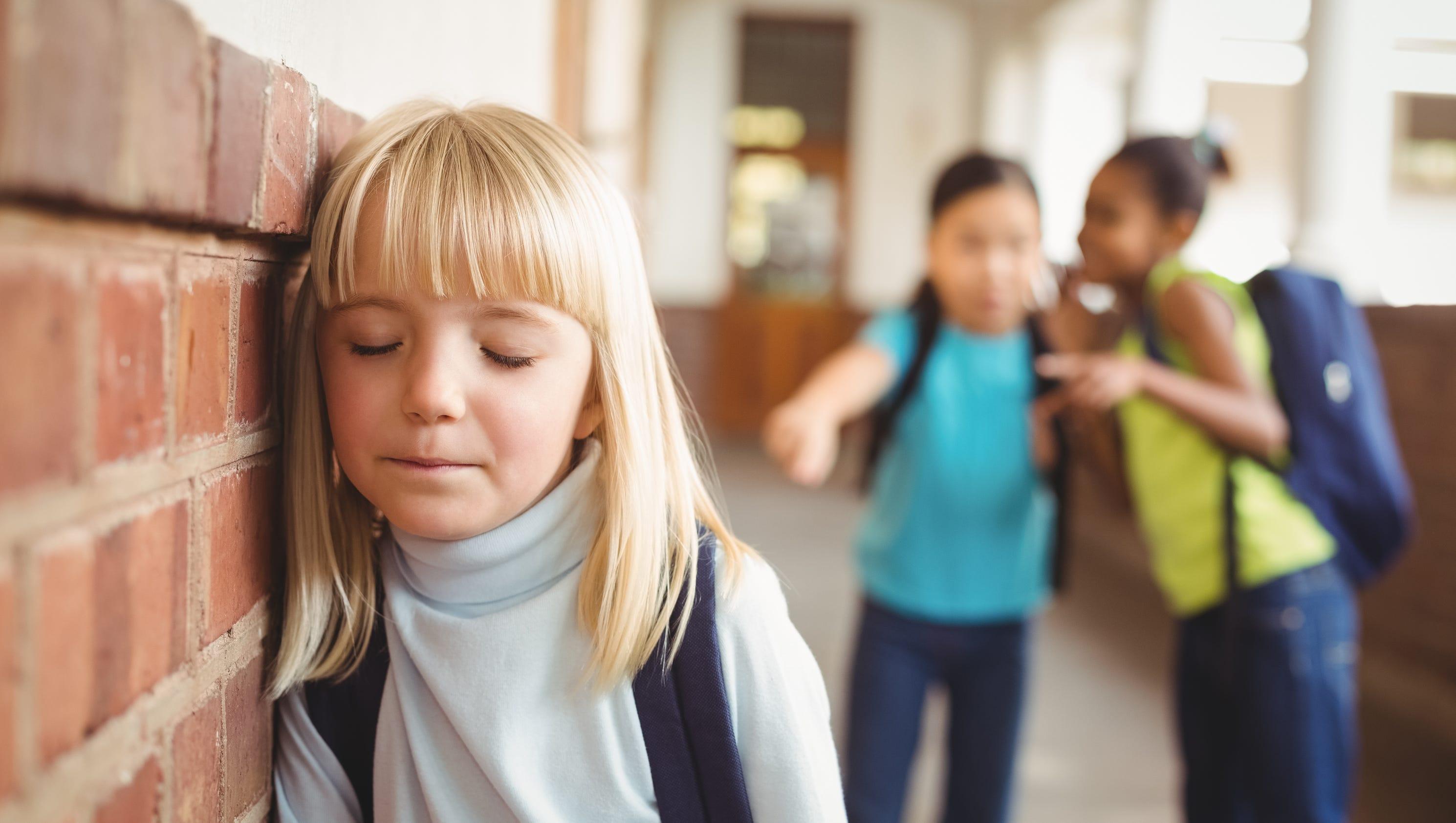 Дети плачут в школе фото