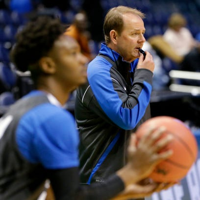 Middle Tennessee State head coach Kermit Davis, right,