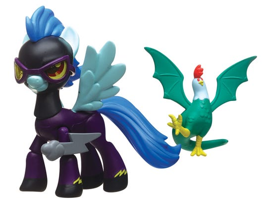 Shadowbolt pony with a bat-winged chicken.