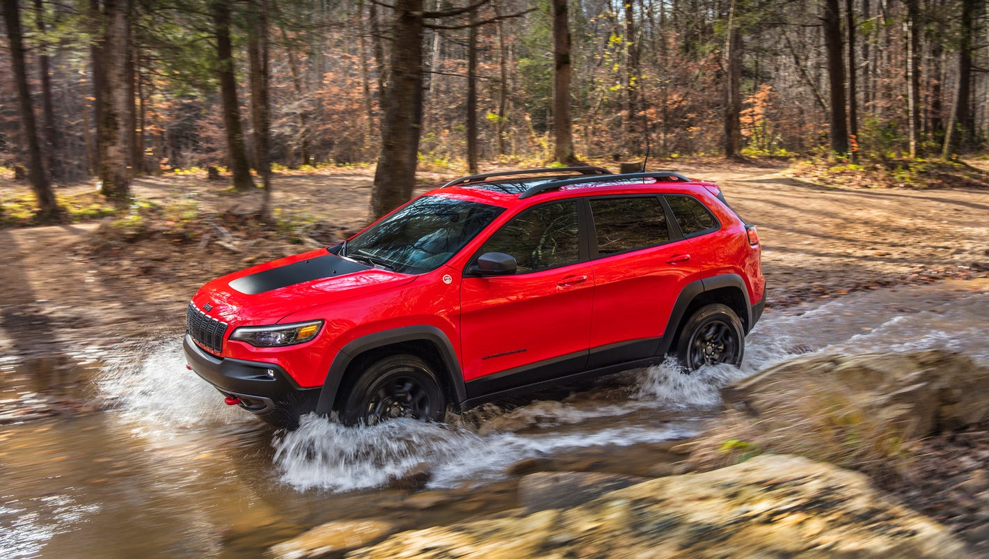 2019 Jeep Cherokee boasts new looks, 2.0L turbo, more cargo space