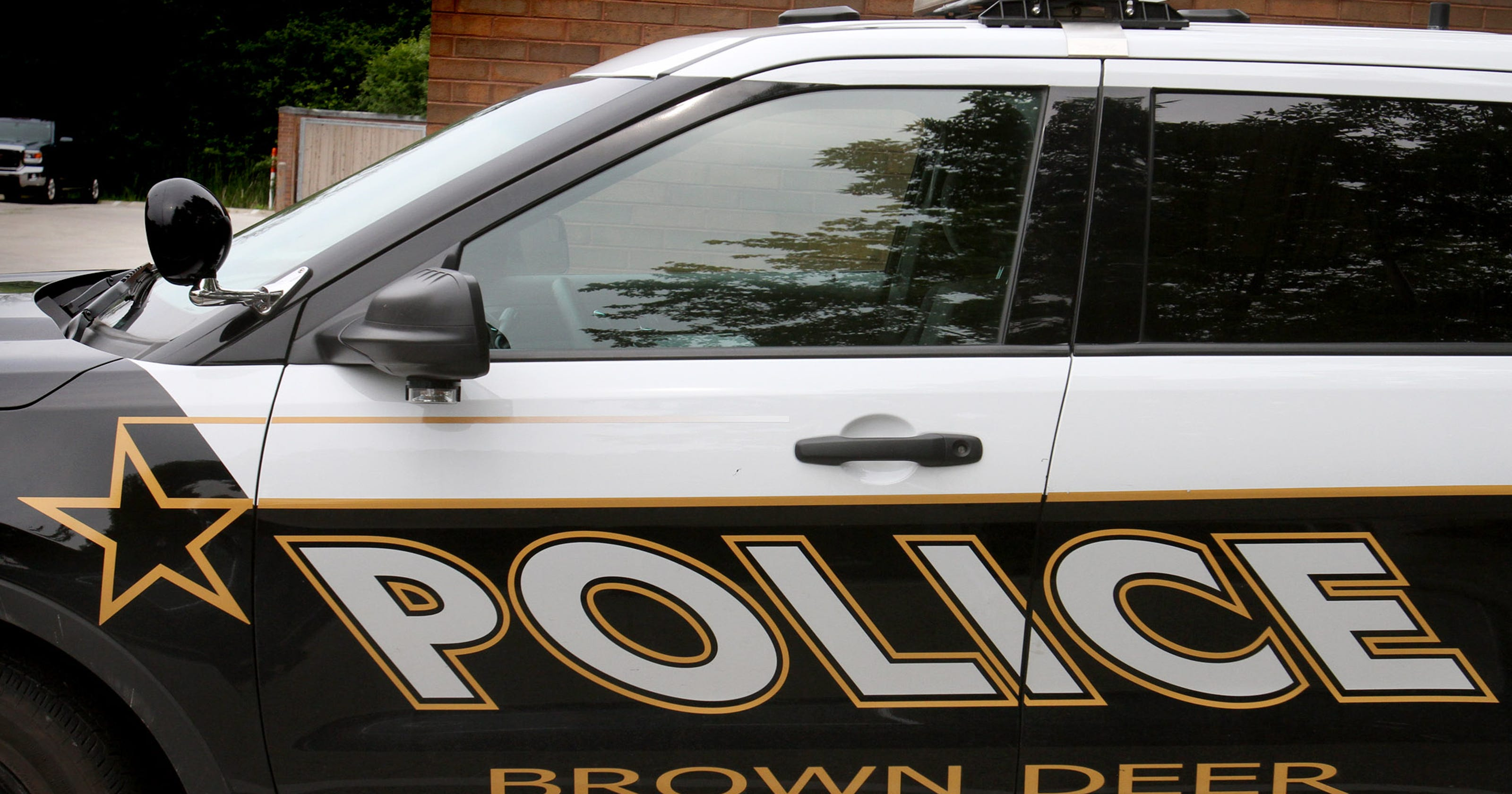 Stolen car crashes after police chase in Brown Deer