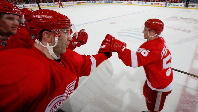 Detroit Red Wings' Erik Cole, left, gives a hand to Teemu Pulkkinen after Pulkkinen's third period goal during their 5-2 win over the Edmonton Oilers on Monday, March 9, 2015 in Detroit.