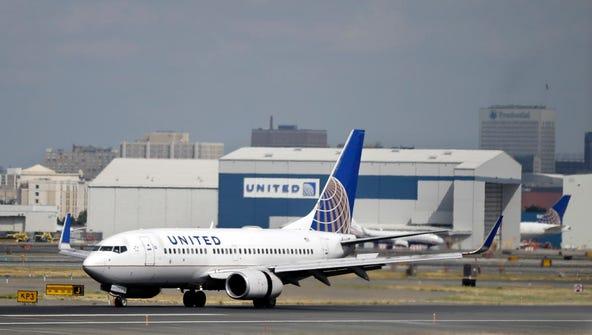 A United Airlines passenger plane lands Sept. 9, 2015,