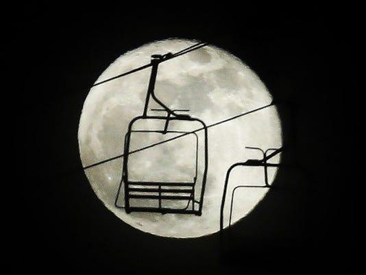Super Moon ski lift