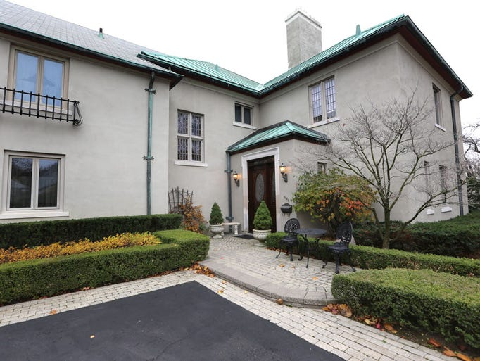 Grosse pointe 39 guest house 39 party central for famous for 8000 square foot building
