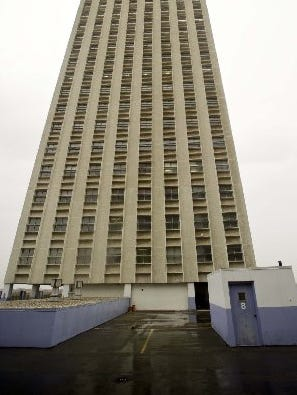 Downtown's biggest vacant building, at 100 North Main, is Memphis' tallest structure.