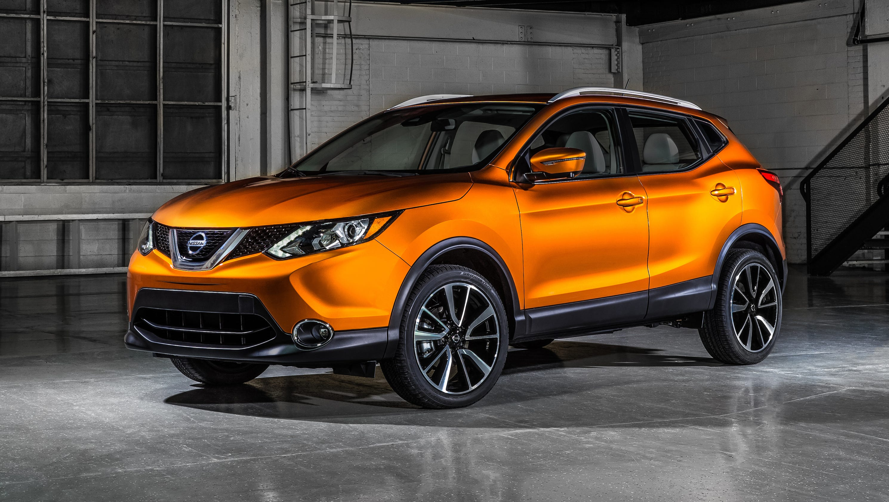 first drive 2017 nissan rogue sport suv packs big appeal. Black Bedroom Furniture Sets. Home Design Ideas