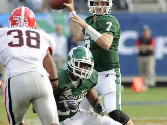 MSU's Brian Hoyer passes behind blocking by Javon Ringer