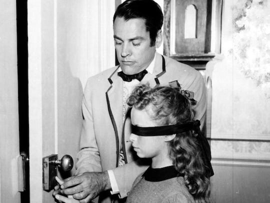 Beverly Washburn and Kevin McCarthy in The Key, a1956 episode of Telephone Time