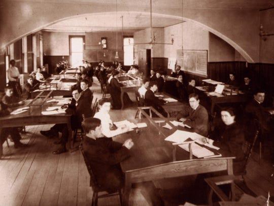A Champlain College classroom, circa 1905.