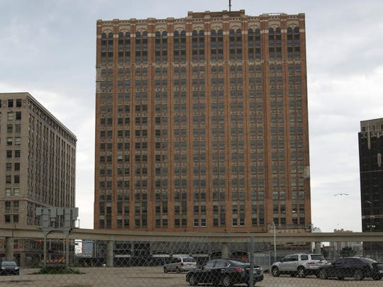 Credit Bust Gives Few Old Buildings >> Detroit S Dinosaur Buildings Are In Need Of Saviors