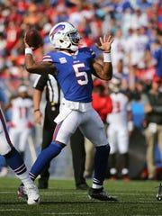Bills quarterback Tyrod Taylor looks downfield against