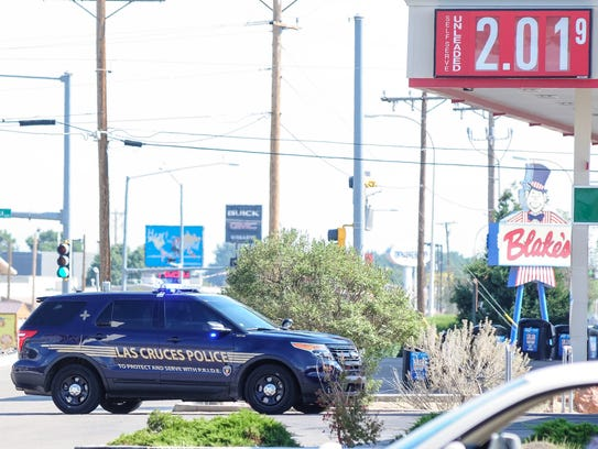 Las Cruces police investigate a suspicious package