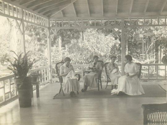 -Women on the Edison porch.jpg_20140722.jpg