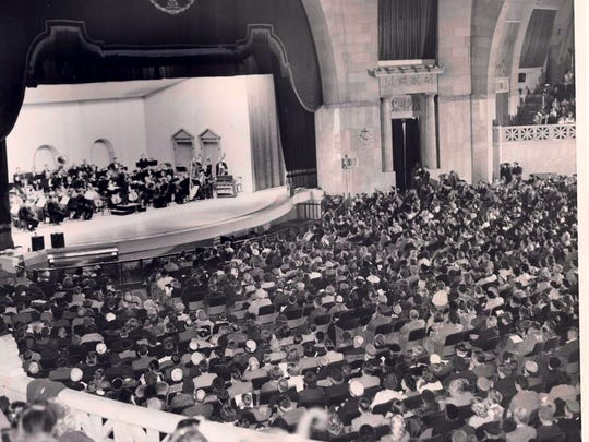 A Louisville Orchestra concert and Louisville Ballet performance in 1952 attracted an overflow crowd to Louisville Memorial Auditorium.