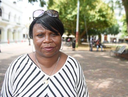 Gwen Mosley, de 54 años, profesora de la ciudad de Nueva York, dijo que siente que traicionó a un amigo haitiano al visitar la República Dominicana. (Foto: Yamiche Alcindor, USA TODAY