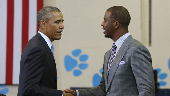WASHINGTON, DC - JULY 21:  NBA Basketball player Chris Paul (R) of Los Angeles Clippers introduces U.S. President Barack Obama at the Walker Jones Education Campus, on July 21, 2014 in Washington, DC. President Obama spoke to area youth about My Brothers Keeper Initiative during a town hall meeting.  (Photo by Mark Wilson/Getty Images) ORG XMIT: 502700531 ORIG FILE ID: 452486050