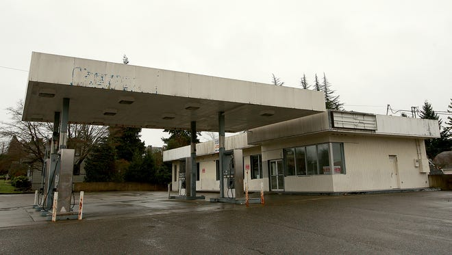 Empty Chevron Station on 6th and Naval in Bremerton.