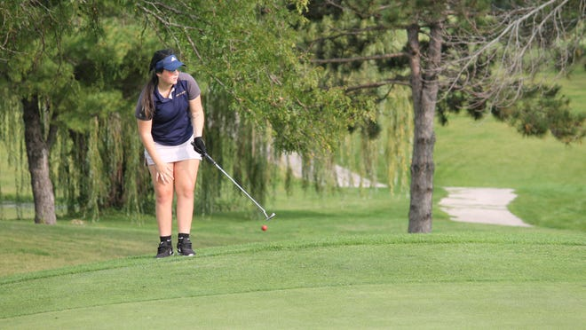Kristina Snowdon tries from the fringe but finishes the hole with a good putt.