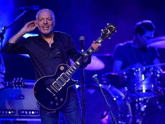 "Peter Frampton prepares the crowd for his classic ""Do"