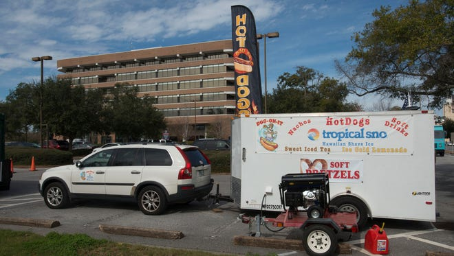 The Pensacola City Council is once again scheduled to discuss of topic of food trucks operating within the city limits. Currently food truck operators have been giving special permission to operate at city hall under a recent order by Mayor Ashton Hayward.