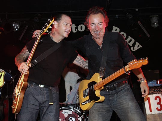 Bruce Springsteen and Mike Ness at the Stone Pony on May 17, 2008.