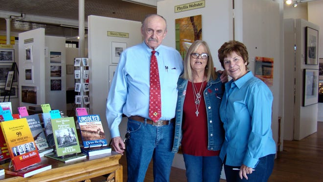 Author Don Bullis, former newspaperman and criminal investigator, spoke at the October annual meeting of Lincoln County Historical Society. Bullis and his wife Gloria flank by Gwendolyn Rogers, LCHS president.