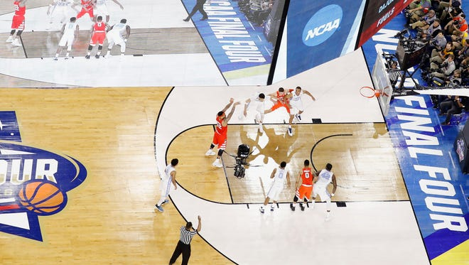 North Carolina defeated Syracuse on April 2, 2016, to advance to the final in the NCAA men's basketball tournament in Houston.