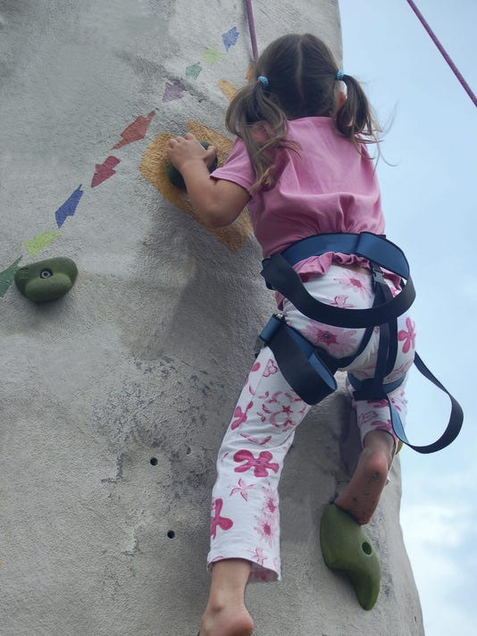 MNH 0803 Family activities_rock climbing