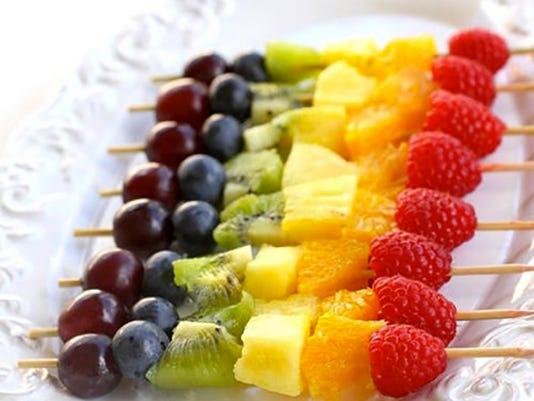 635653061539340410-fruitkabobs