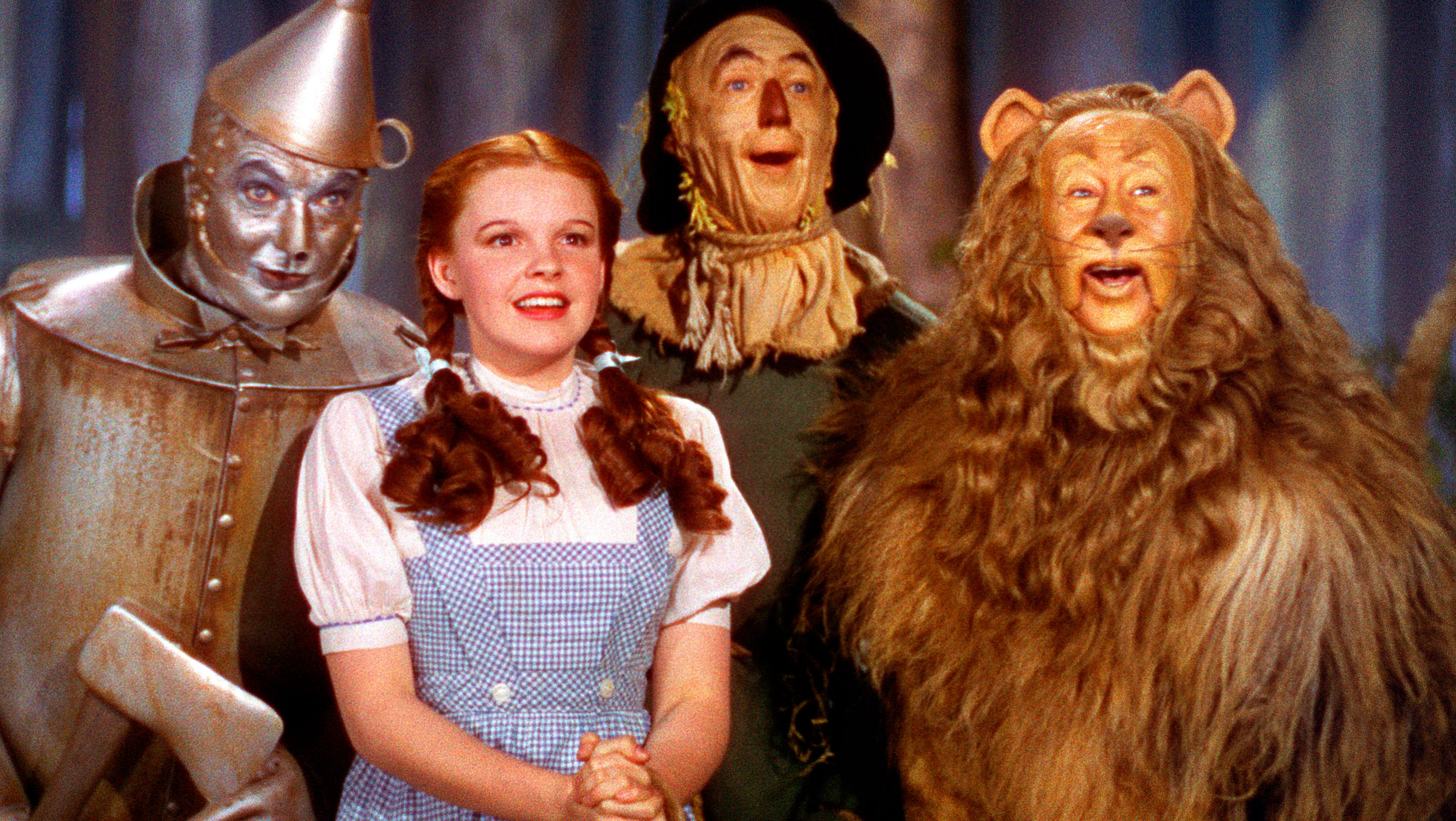 what makes the wizard of oz Salman rushdie, a noted fan of the wizard of oz who wrote a pretty amazing bfi classics book on the film, believes that one of the things that makes oz so powerful is that it lays bare the.
