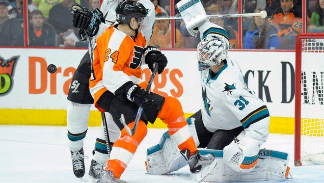 Matt Read and the Flyers are trying to avoid losing a fourth consecutive game.