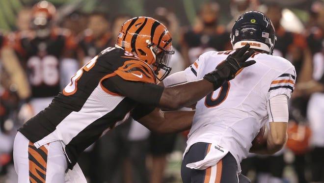 Cincinnati Bengals defensive end Carlos Dunlap (96) sacks Chicago Bears quarterback Jay Cutler (6) in the second quarter.