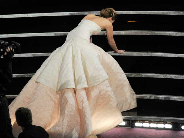 Oscars Pro Tip Practice Wearing Heels Onstage To Avoid Wipeout